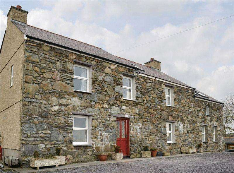 6 Bedrooms Detached House for sale in Rhydwyn, Holyhead
