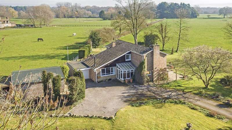 4 Bedrooms Detached House for sale in The Green, Frampton On Severn, Gloucester