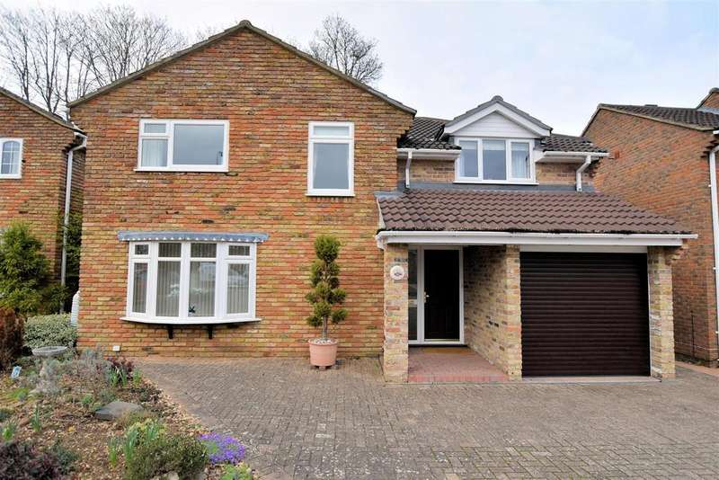4 Bedrooms Detached House for sale in Addiscombe Chase, Tilehurst, Reading