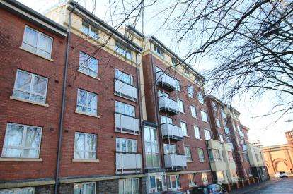 2 Bedrooms Flat for sale in St. Peter's Court, New Charlotte Street, Bedminster, Bristol