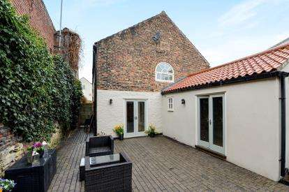 2 Bedrooms End Of Terrace House for sale in Chapel Yard, Yarm, Stockton On Tees, .