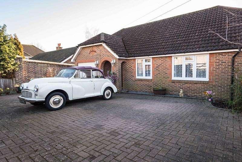3 Bedrooms Detached Bungalow for sale in Uplands Drive, Uckfield