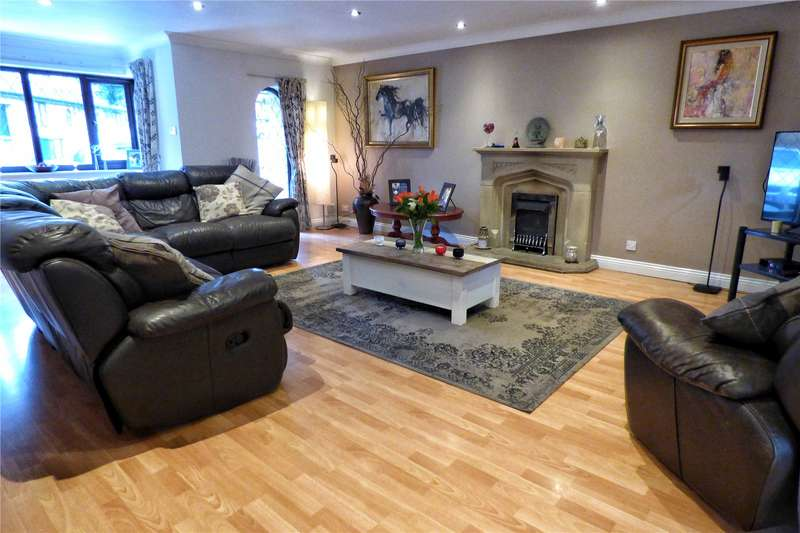 4 Bedrooms Detached House for sale in Foot Mill Crescent, Shawclough, Rochdale, Greater Manchester, OL12