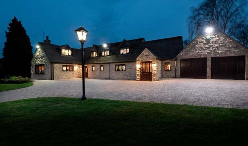 5 Bedrooms Detached House for sale in Scotch On The Rocks, Harthill Road, Thorpe Salvin