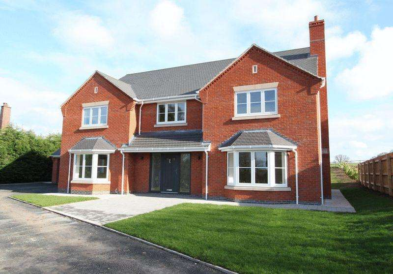 5 Bedrooms Detached House for sale in Pinewood Road, Ashley Heath