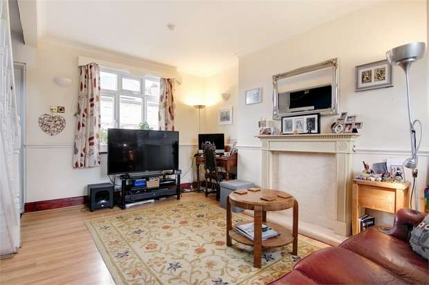2 Bedrooms Semi Detached House for sale in Lyne Crescent, Walthamstow, London