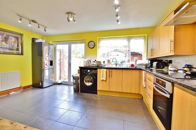 2 Bedrooms Terraced House for sale in Calbroke Road, Slough, Slough