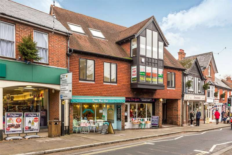 2 Bedrooms Flat for sale in Callan Court, 49 High Street, Lyndhurst, Hampshire, SO43