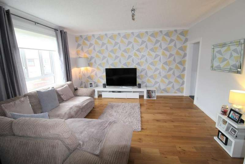 2 Bedrooms Flat for sale in Burns Crescent, Girdle Toll, KA11