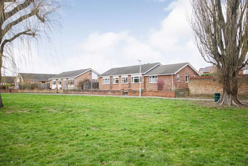 4 Bedrooms Detached Bungalow for sale in Powells Road, Shefford, SG17