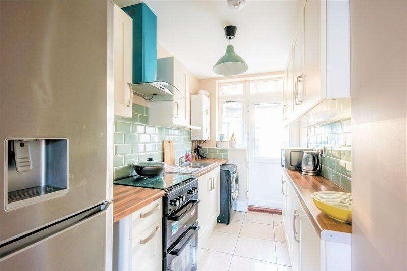 3 Bedrooms Terraced House for sale in Immaculate Home with 100ft Garden on Shelley Road, Luton