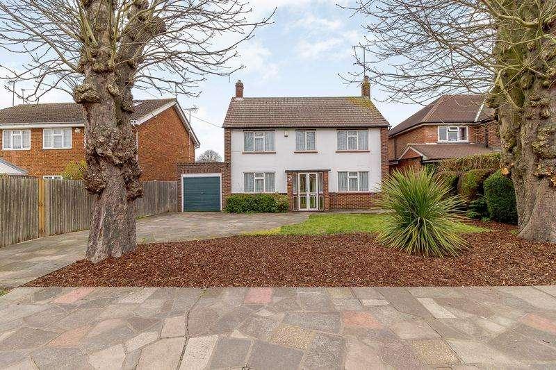 3 Bedrooms Detached House for sale in Furzehill Road, Borehamwood, WD6