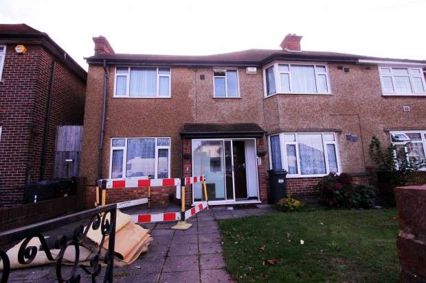6 Bedrooms Semi Detached House for sale in Orchard Avenue, Feltham, TW14