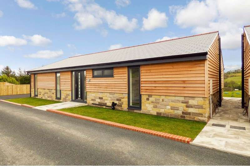 4 Bedrooms Bungalow for sale in Ricklees Stables, High Spen, Rowlands Gill, Tyne and Wear, NE39 2EU