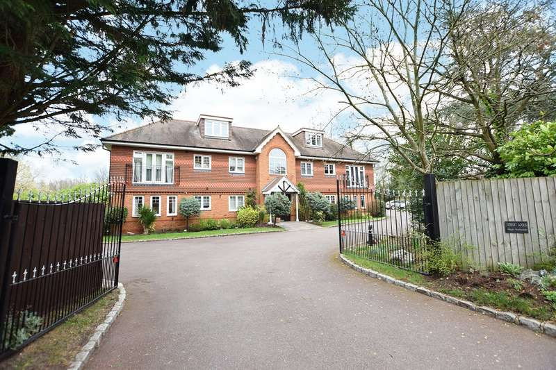 2 Bedrooms Apartment Flat for sale in Forest Lodge, Old Forest Road, Wokingham, Berkshire, RG41