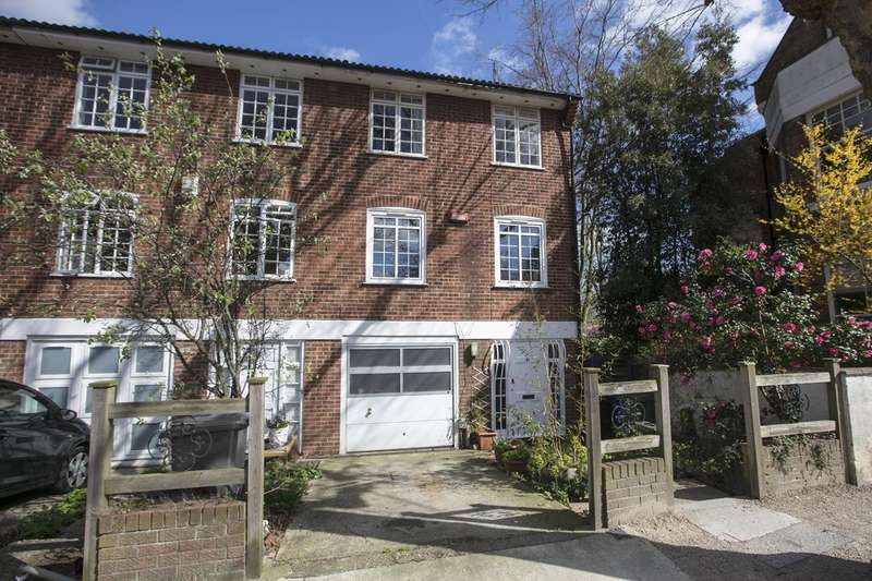 4 Bedrooms Semi Detached House for sale in Grove Park, Camberwell, SE5