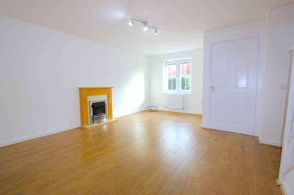 3 Bedrooms Flat for sale in Ferndale, The Heathers, Newton, Hyde