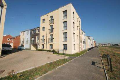 2 Bedrooms Flat for sale in Whitsun Leaze, Patchway, Bristol, Gloucestershire