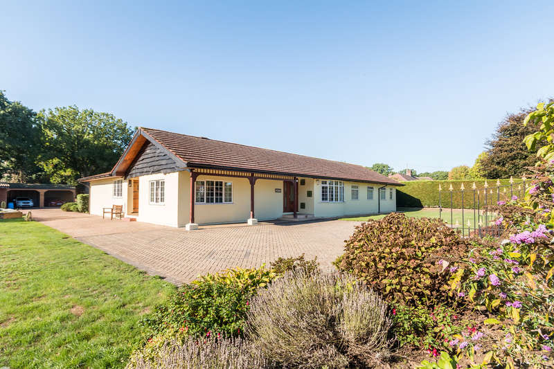 5 Bedrooms Detached Bungalow for sale in Three Legged Cross, Dorset