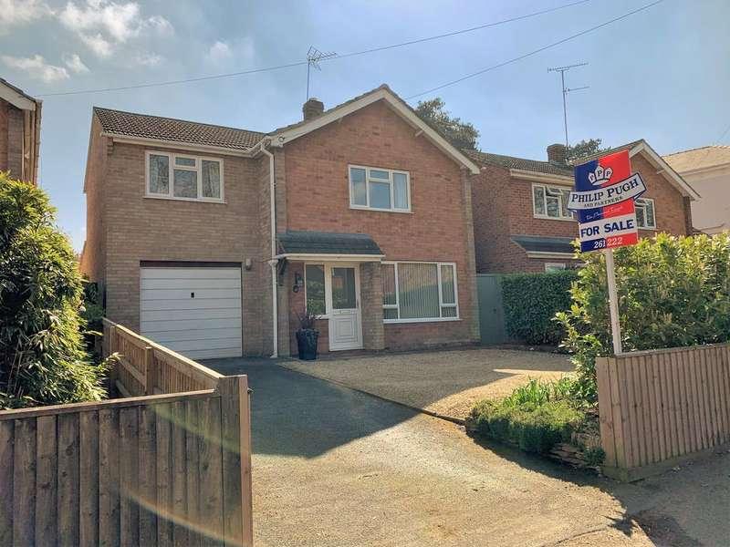 3 Bedrooms Detached House for sale in Near Battledown, GL52