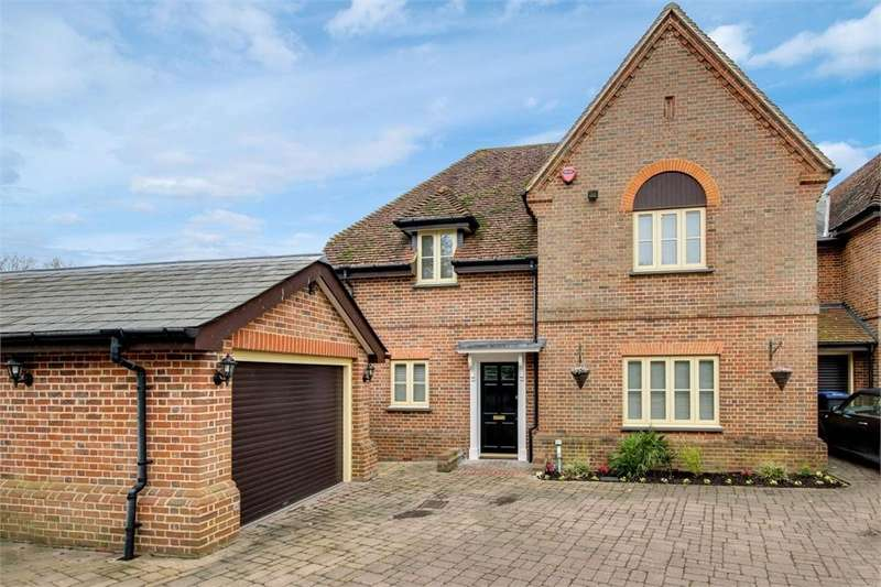 4 Bedrooms Detached House for sale in THE RIDGEWAY, ENFIELD