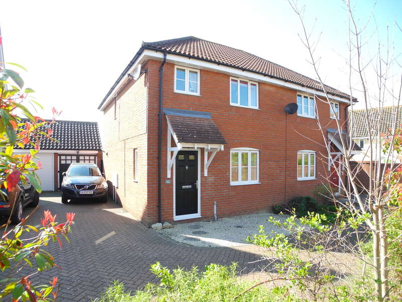 3 Bedrooms Semi Detached House for sale in Kings Road, Bungay