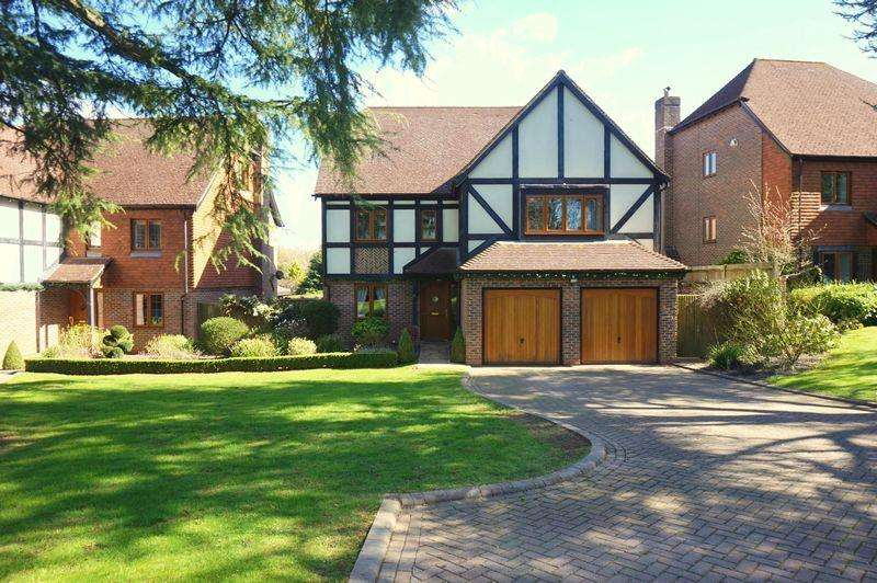 6 Bedrooms Detached House for sale in Banstead Village