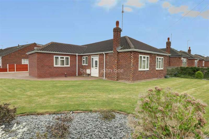 3 Bedrooms Bungalow for sale in Lingfield Drive, Crewe