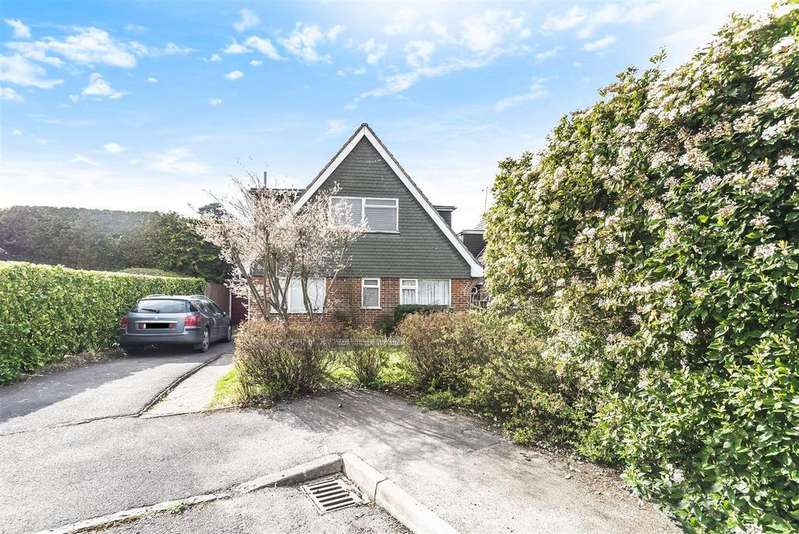 3 Bedrooms Detached House for sale in Ingle Glen, Finchampstead, Berkshire, RG40 3PP