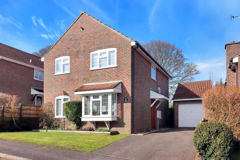 4 Bedrooms Detached House for sale in Royce Close, Dunstable