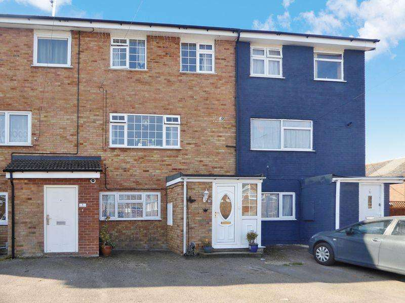 4 Bedrooms Terraced House for sale in Orpington Close, Luton