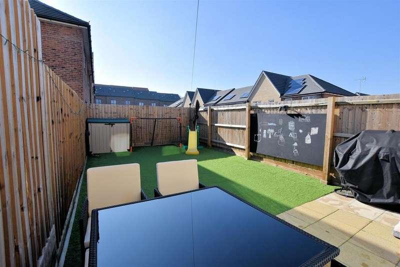 3 Bedrooms Terraced House for sale in Eddleston Way, Tilehurst, Reading