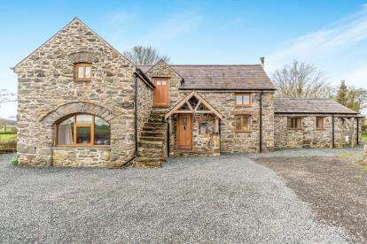 3 Bedrooms Barn Conversion Character Property for sale in Hologwyn, Llanddaniel, Gaerwen, Anglesey, LL60
