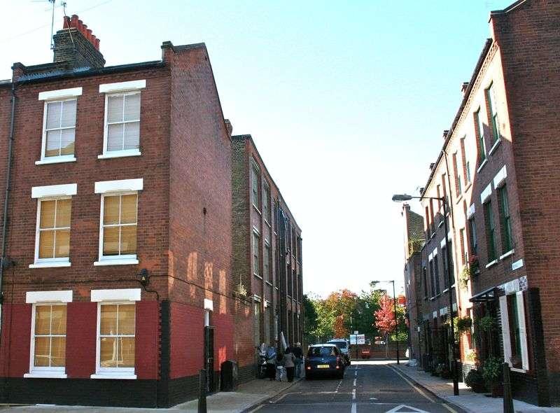 4 Bedrooms Property for sale in Winkley Street, London E2 6PY