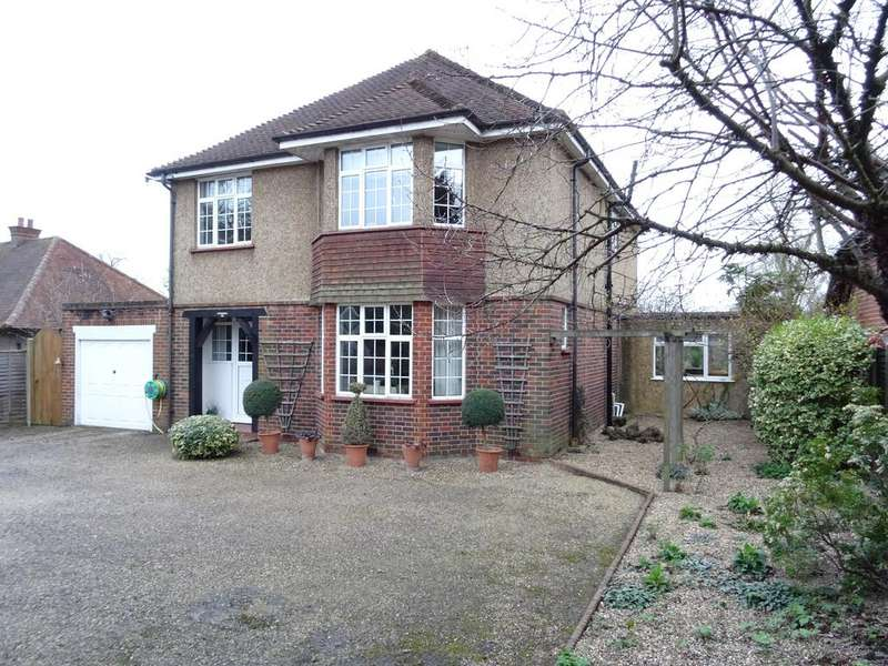 4 Bedrooms Detached House for sale in Liberty Lane, Addlestone, Surrey KT15