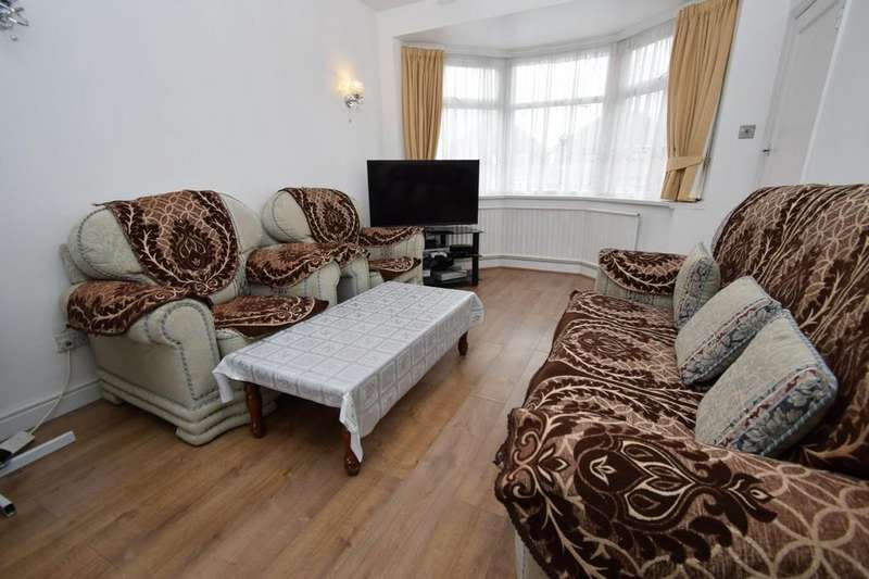 3 Bedrooms Semi Detached House for sale in Bryngarth Crescent, Humberstone, Leicester