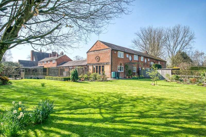 3 Bedrooms Barn Conversion Character Property for sale in Priory Court, Studley, B80