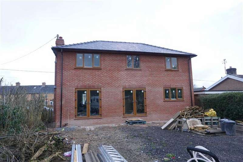 3 Bedrooms Detached House for sale in Severn Street, Caersws