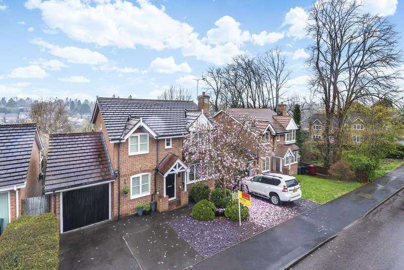 4 Bedrooms Detached House for sale in Morlais, Emmer Green, Reading, RG4