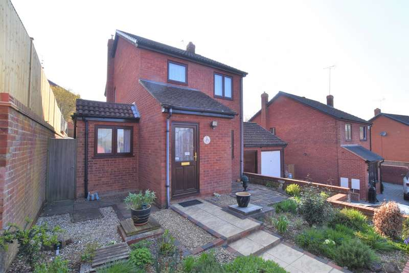 3 Bedrooms Detached House for sale in Granby End, Burghfield Common, Reading, RG7
