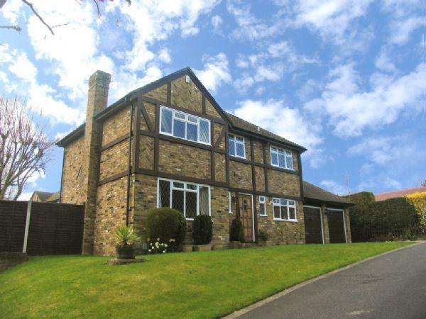 4 Bedrooms Detached House for rent in Chatsworth Heights, Camberley