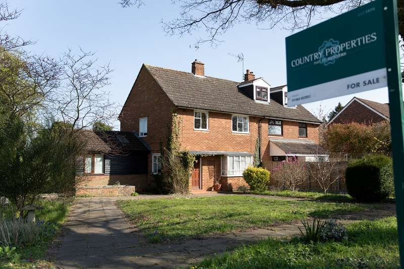 3 Bedrooms Semi Detached House for sale in Hitchin Road,, Gosmore, Hitchin, SG4