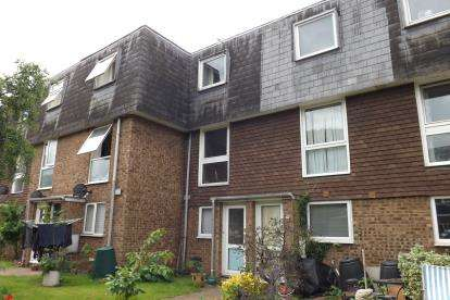 2 Bedrooms Maisonette Flat for sale in Mayfield Court, Sandy, Bedfordshire
