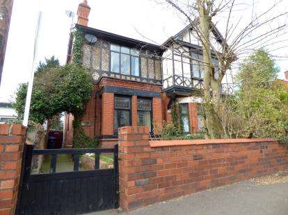 4 Bedrooms Detached House for sale in Padgate Lane, Padgate, Warrington, Cheshire