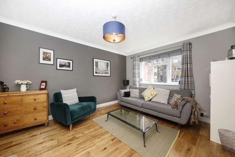 2 Bedrooms Maisonette Flat for sale in Carston Close Lee SE12