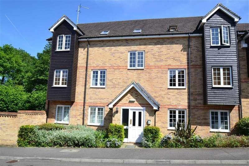 2 Bedrooms Apartment Flat for sale in Lamtarra Way, Newbury, Berkshire, RG14