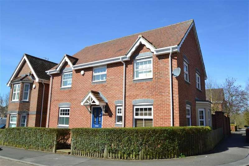 4 Bedrooms Detached House for sale in Pinewood Crescent, Hermitage, Berkshire, RG18