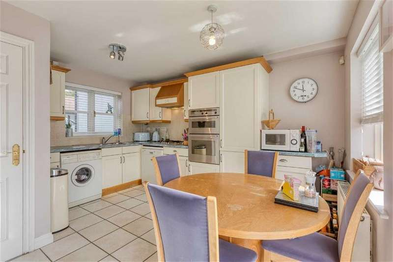 2 Bedrooms Semi Detached House for sale in The Beeches, Bedford