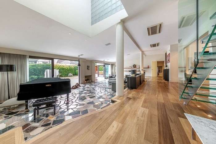 5 Bedrooms Property for sale in Harman Close, The Hocrofts, London, NW2