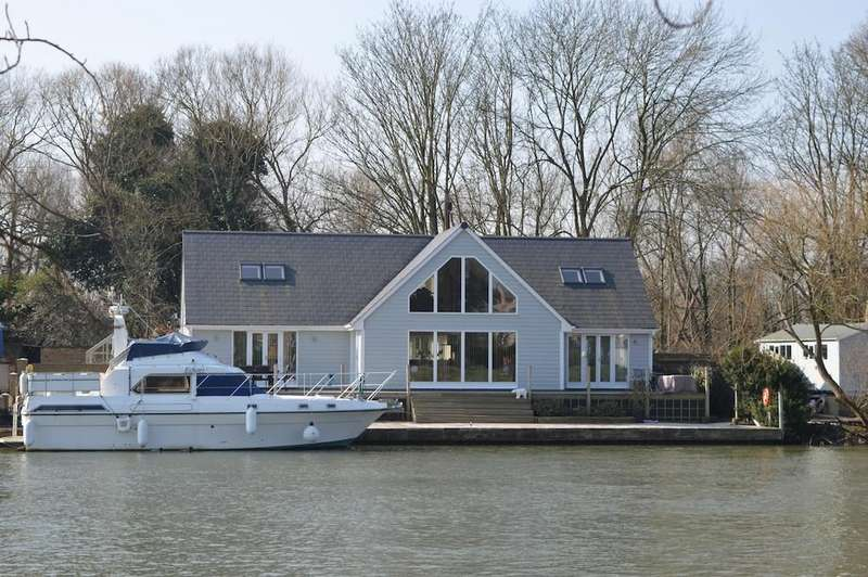 3 Bedrooms Detached House for sale in Riverside, Staines-upon-Thames